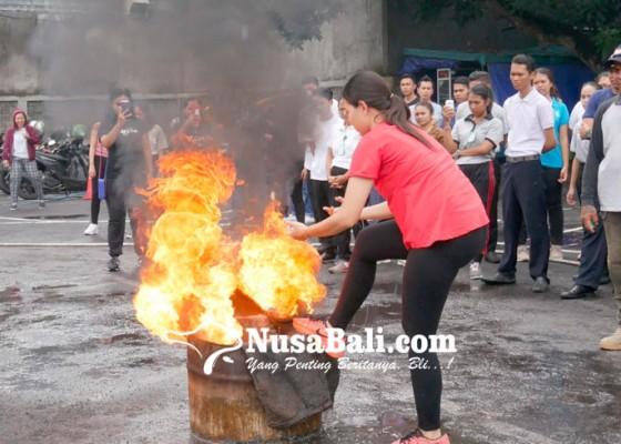 Nusabali.com - plaza-renon-simulasi-pencegahan-kebakaran