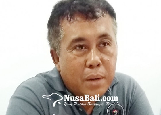 Nusabali.com - suami-tendang-istri-istri-tusuk-suami