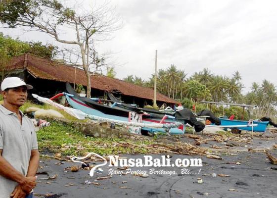Nusabali.com - gelombang-tinggi-nelayan-istirahat-melaut