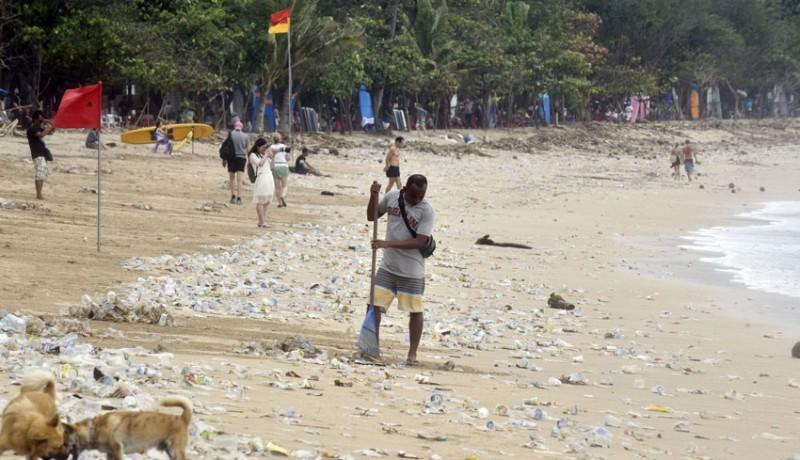 www.nusabali.com-hari-ini-digelar-aksi-massal-bersih-bersih-di-pantai-kuta