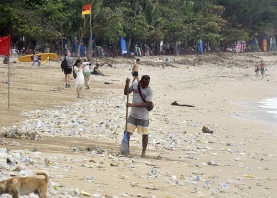 Nusabali.com - hari-ini-digelar-aksi-massal-bersih-bersih-di-pantai-kuta