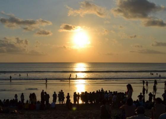 Nusabali.com - tiga-hari-ditutup-aktivitas-pantai-kuta-normal