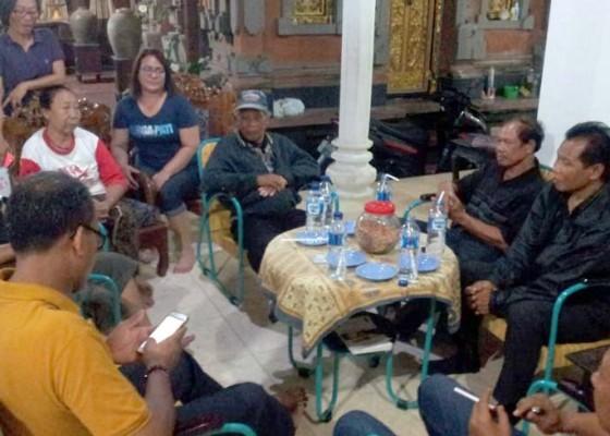 Nusabali.com - keluarga-susrama-bertandang-ke-rumah-almarhum-prabangsa