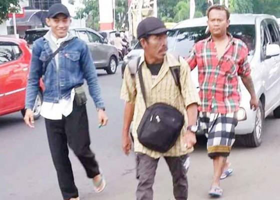Nusabali.com - amir-jalan-kaki-dari-sumatera-ke-banyuwangi