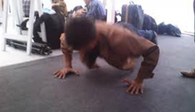 www.nusabali.com-nunggak-spp-siswi-sd-dihukum-push-up-100-kali