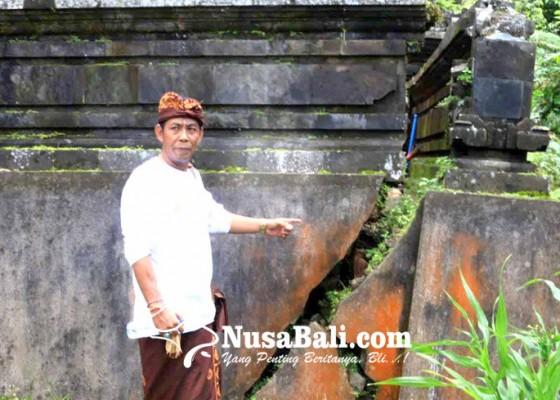 Nusabali.com - panyengker-pura-telaga-tawang-retak