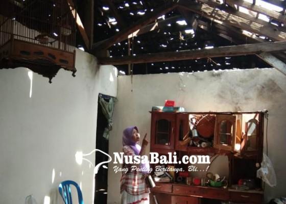 Nusabali.com - disambar-petir-rumah-porak-poranda