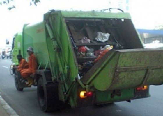 Nusabali.com - 10-truk-sampah-bekerja-kurang-maksimal