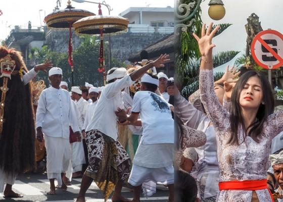 Nusabali.com - tradisi-metepuk-ida-sasuhunan-di-catus-pata-klungkung
