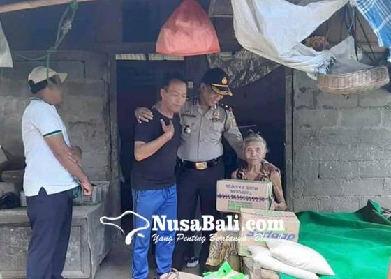 Nusabali.com - polsek-manggis-bantu-lansia-kurang-mampu