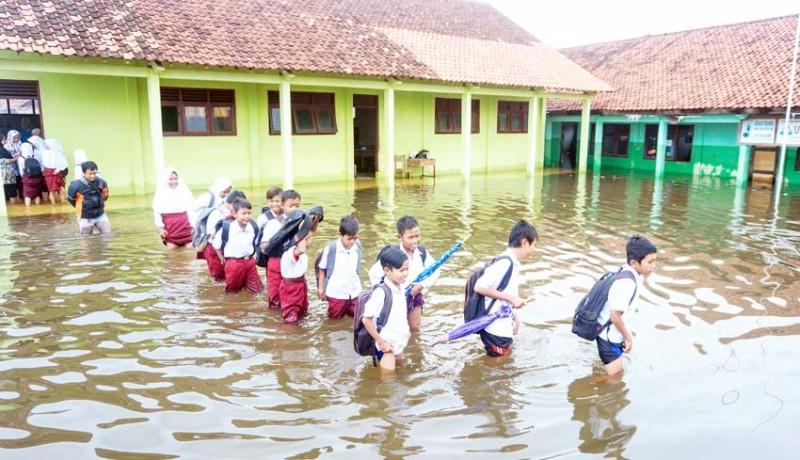 www.nusabali.com-latihan-pra-ujian-di-lokasi-banjir