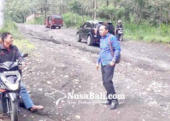 Nusabali.com - jalan-dan-pasar-belatung-tertimbun-pasir