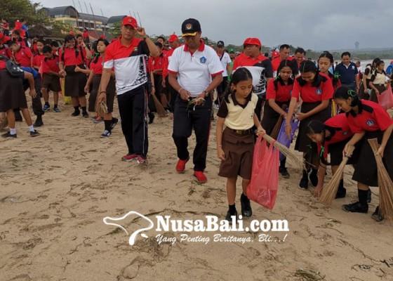 Nusabali.com - ratusan-orang-serbu-pantai-kedonganan