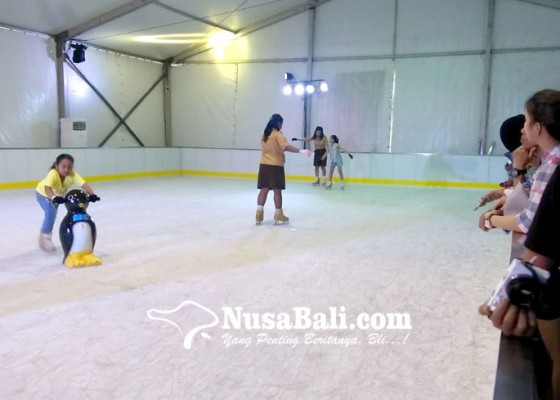 Nusabali.com - main-ice-skating-sambil-nikmati-sunset-di-kuta