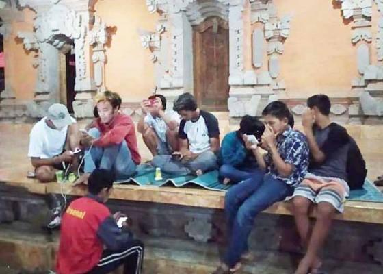 Nusabali.com - perbekel-desa-tiga-ingin-atur-wifi-gratis