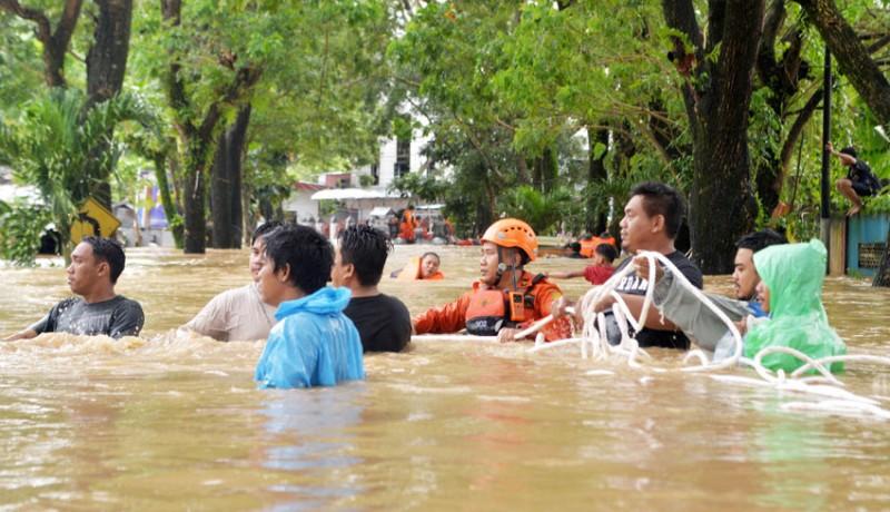 www.nusabali.com-evakuasi-korban-banjir-manado