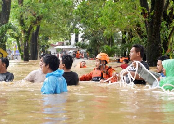 Nusabali.com - evakuasi-korban-banjir-manado