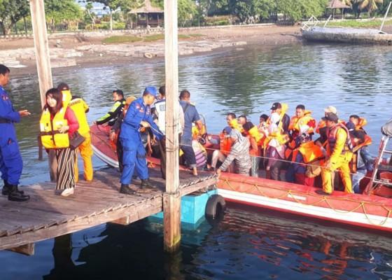 Nusabali.com - kapal-kandas-5-jam-evakuasi-383-penumpang
