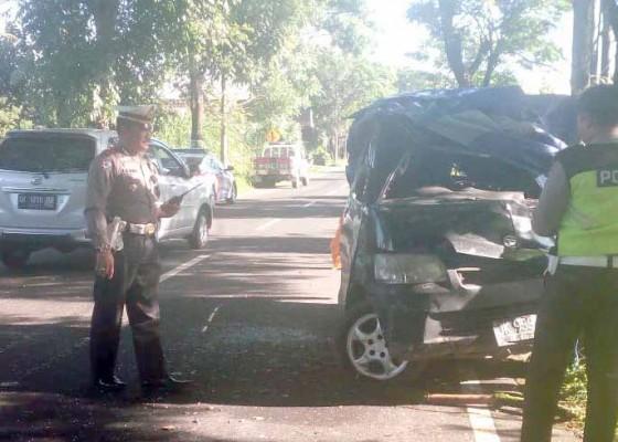 Nusabali.com - pick-up-tabrak-pohon-1-tewas-2-luka