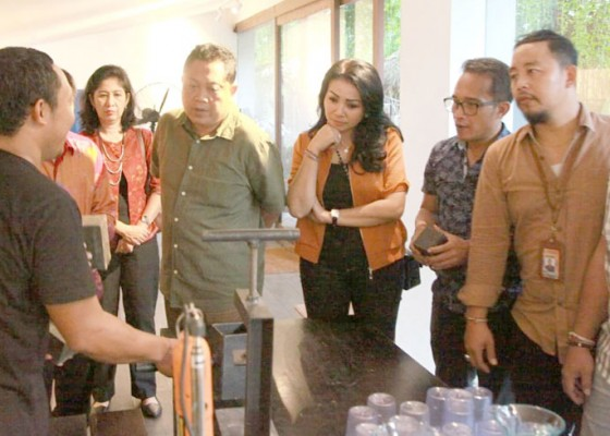 Nusabali.com - rai-mantra-dukung-serial-pulau-plastik-jadi-wahana-edukasi