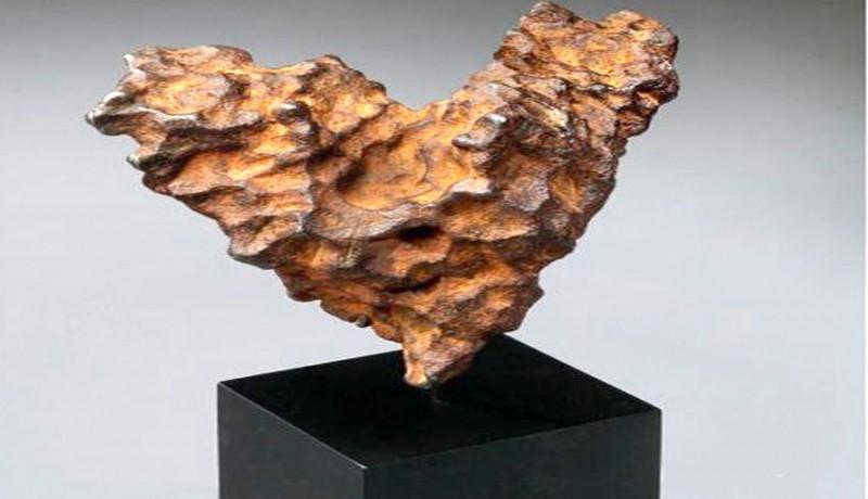 www.nusabali.com-dipamerkan-meteor-berbentuk-hati