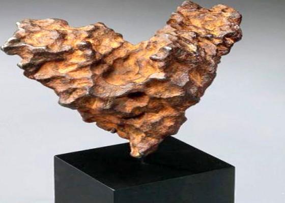 Nusabali.com - dipamerkan-meteor-berbentuk-hati