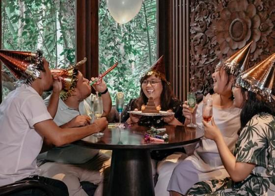 Nusabali.com - bayar-1-makan-siang-sepuasnya-di-lumbung-restaurant-ubud