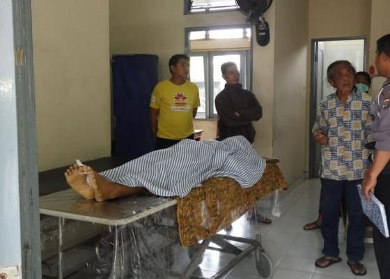 Nusabali.com - mobil-terobos-lampu-merah-lalu-menabrak-3-motor-1-tewas-5-luka