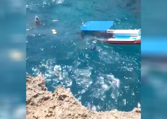 Nusabali.com - diterjang-ombak-boat-diving-tenggelam
