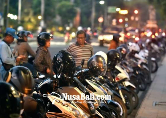 Nusabali.com - kurangi-kantong-parkir-tepi-jalan
