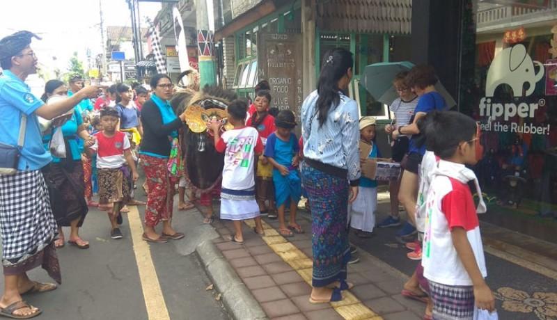 www.nusabali.com-puluhan-anak-ngelawang-barong