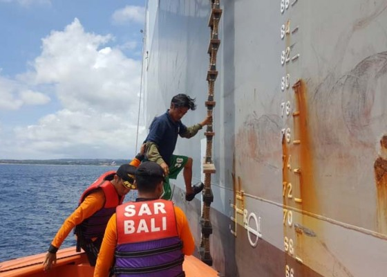 Nusabali.com - kapal-nelayan-karam-10-abk-selamat