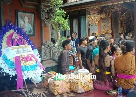 Nusabali.com - anak-kasatpol-pp-korban-gantung-diri-dikremasi