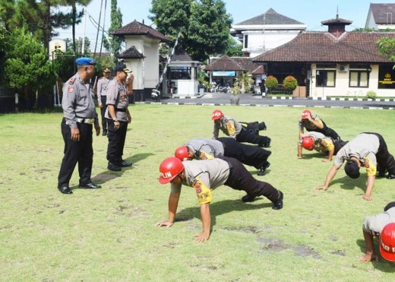 Nusabali.com - 7-personel-polres-klungkung-disanksi-push-up