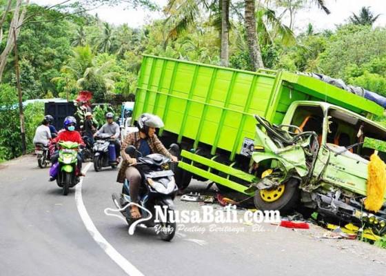 Nusabali.com - tabrakan-beruntun-libatkan-2-truk-1-pick-up-dan-motor