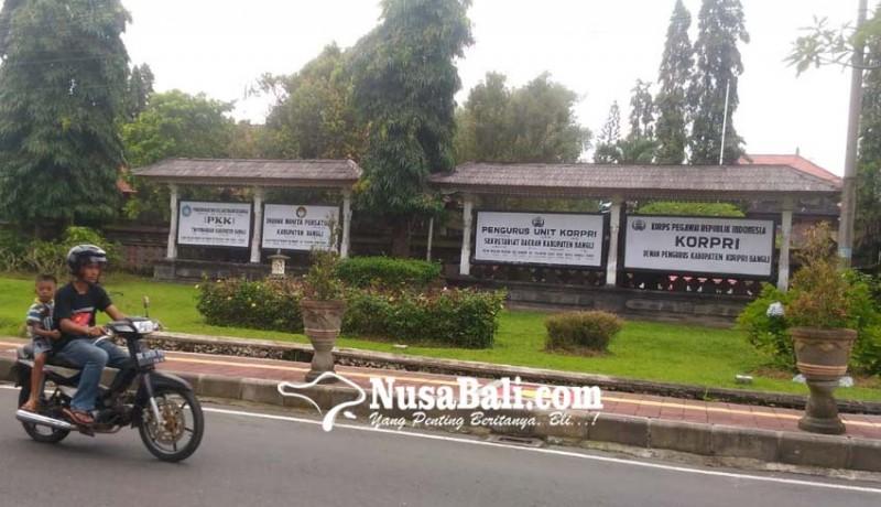 www.nusabali.com-banyak-instansi-masih-pasang-papan-nama-lama