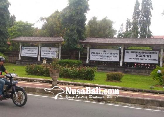 Nusabali.com - banyak-instansi-masih-pasang-papan-nama-lama