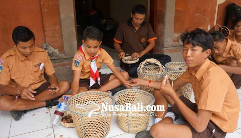 www.nusabali.com-tingkatkan-ketrampilan-slb-negeri-karangasem-latihan-batok-kelapa