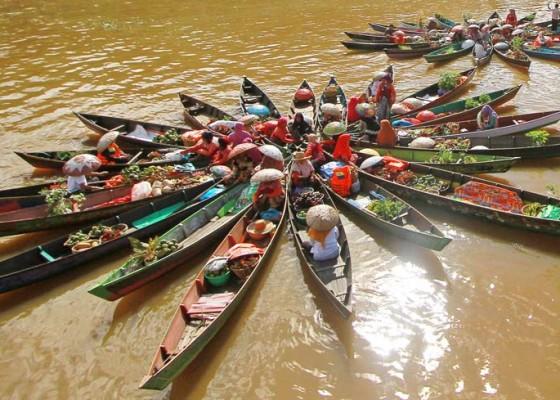 Nusabali.com - atraksi-pasar-terapung