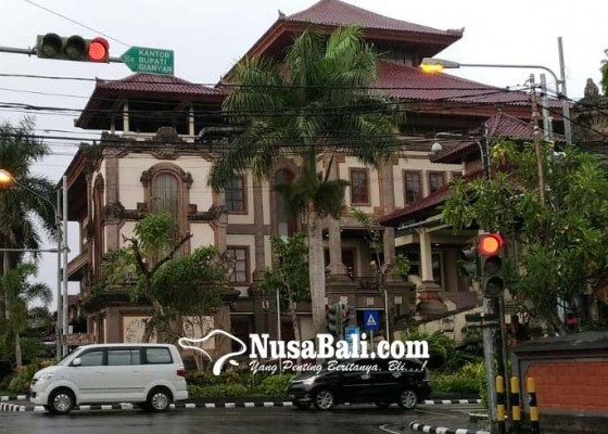 Nusabali.com - wong-samar-rare-kerap-menggeser-kursi-di-ruangan-sidang