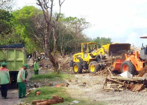 Nusabali.com - 2000-ton-sampah-kiriman-tertahan-di-tps