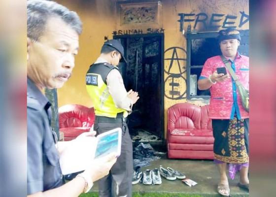 Nusabali.com - nyalakan-lilin-rumah-warga-terbakar