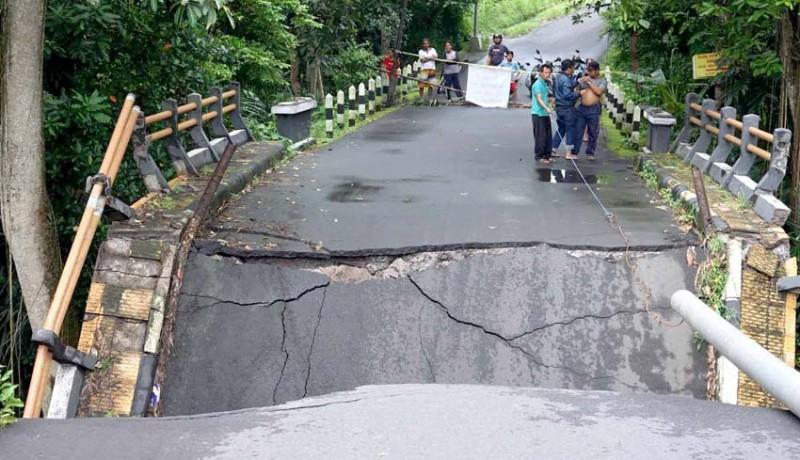 www.nusabali.com-jembatan-di-subagan-ambruk-tak-ganggu-akses-warga
