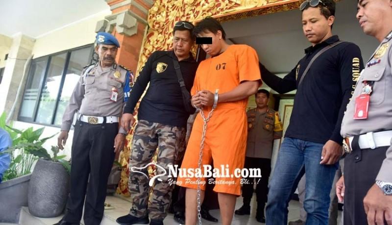 www.nusabali.com-pelaku-ditahan-dengan-tangan-dan-kaki-dirantai