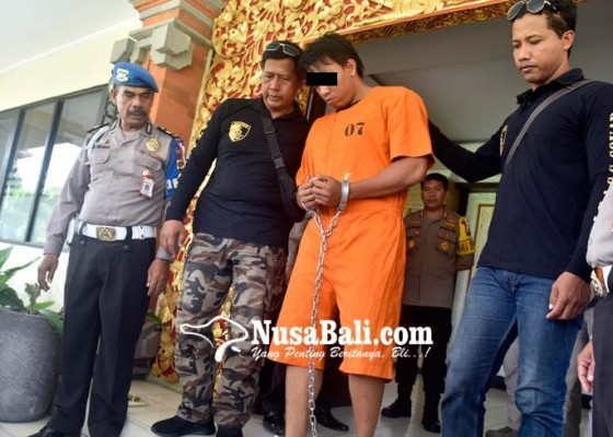 Nusabali.com - pelaku-ditahan-dengan-tangan-dan-kaki-dirantai