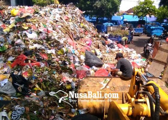 Nusabali.com - sampah-di-tpss-kreneng-meluber-ke-jalan
