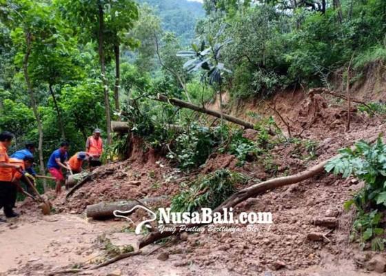 Nusabali.com - longsor-di-bunutan-4-banjar-terisolasi
