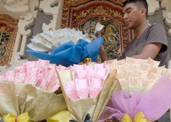 Nusabali.com - buket-uang-jadi-tren-baru-untuk-valentine