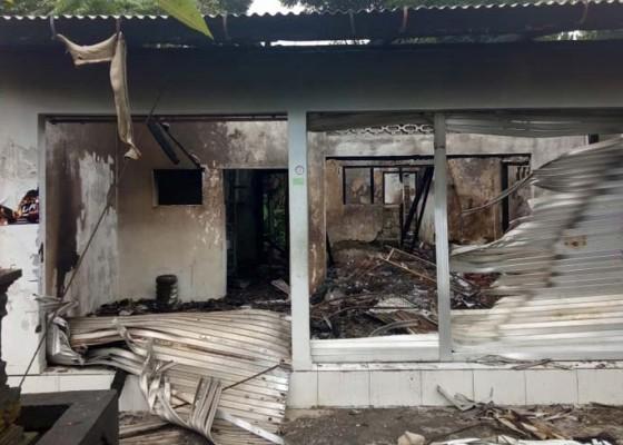 Nusabali.com - warung-sembako-terbakar-pemilik-shock