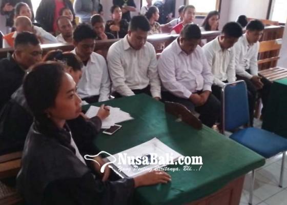 Nusabali.com - lima-pembunuh-hanya-divonis-8-bulan